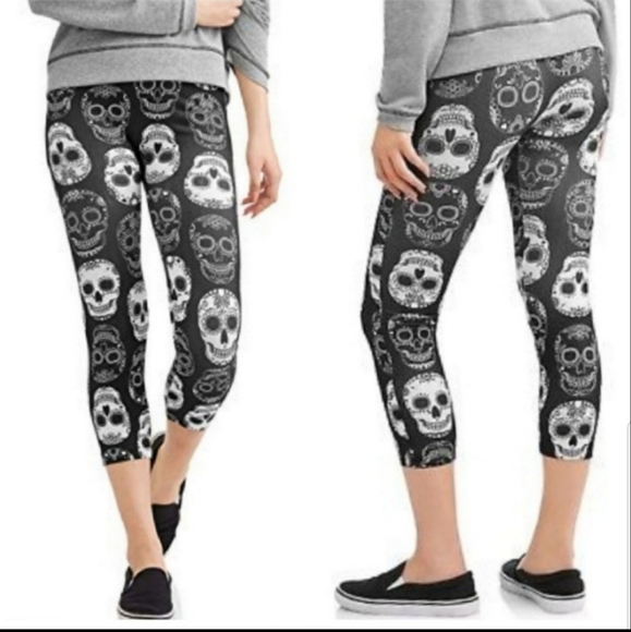 NEW black white super soft skull crop leggings